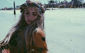 Picture beach, actress, Ashley Benson