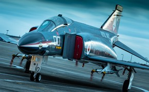 Picture the airfield, Phantom II, McDonnell Douglas