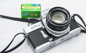 Picture the camera, film, lens
