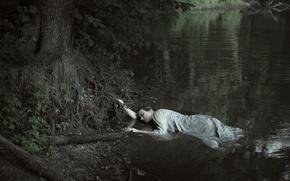 Picture girl, shore, in the water, Sylvia Mastalerz, Dorota Gorecka