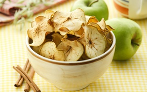 Picture apples, cinnamon, chips