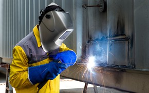 Wallpaper welder, protective equipment, mask, man