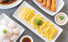 Picture table, plate, sauce, parsley, shrimp, dumplings, for a couple