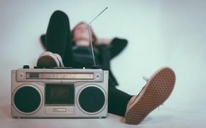 Picture radio, antenna, lies, leg, tape
