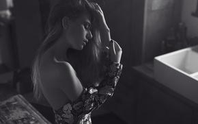 Picture girl, profile, black and white