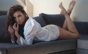Picture look, girl, sofa, feet, blouse, shirt, brown hair, curls, Koen Vandijck