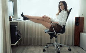 Picture look, face, chair, legs, sitting, Clear