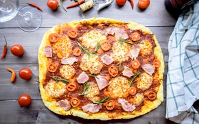 Picture pizza, tomatoes, mozzarella, home