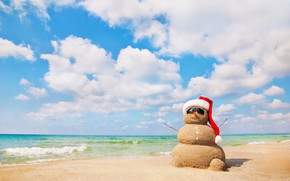Picture sea, beach, snowman