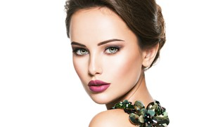 Picture girl, face, model, portrait, makeup, model, portrait, jewelry, decoration on the neck