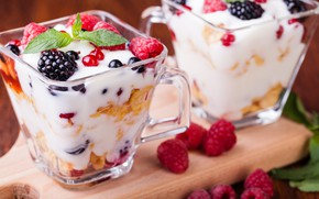 Picture berries, raspberry, dessert, currants, yogurt