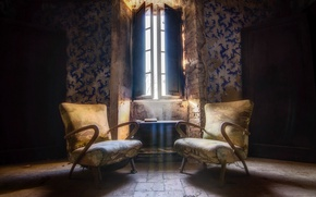 Picture room, window, chairs