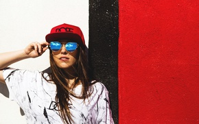 Picture face, style, background, wall, model, glasses, cap