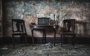 Picture table, chairs, radio