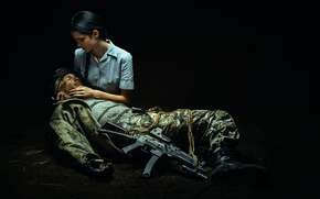 Picture girl, weapons, soldiers, wound