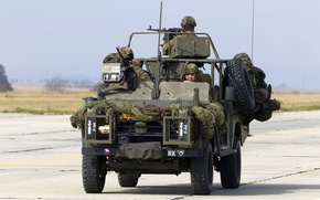 Picture soldiers, Land Rover, Caiman, Armored 4