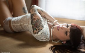 Picture face, pose, hair, tattoo, on the floor, Oliver Photo Classic, Sarai Kuhrt