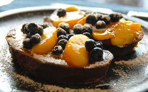 Picture berries, peach, powdered sugar, toast, French