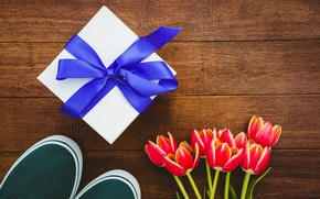 Picture flowers, gift, sneakers, bouquet, tape, tulips, red, red, wood, flowers, tulips, gift, sneakers