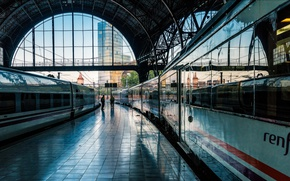 Picture train, the platform, Spain, Barcelona, French station