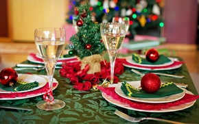 Picture table, holiday, balls, toys, new year, Christmas, glasses, plates, dishes, tree, champagne, serpentine, serving, swipe