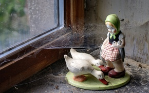Picture web, window, figurine