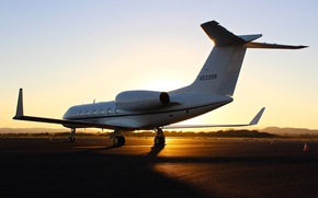 Picture sunset, the plane, runway, Gulfstream G450, business aviation