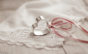 Picture heart, tape, shawl