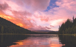 Picture the sky, clouds, trees, mountains, pond