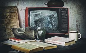 Picture books, TV, mug, gas mask