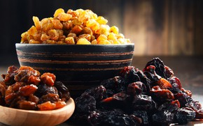 Picture bowl, raisins, dried fruits, prunes
