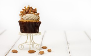 Picture the sweetness, nuts, cream, cupcake