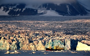 Picture ship, ice, the Arctic