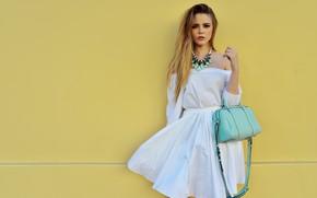 Picture style, background, wall, dress, bag, necklace, Kristina Bazan, Kristina Bazan