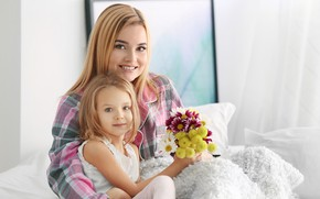 Picture smile, bouquet, girl, mom