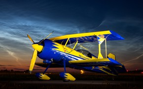 Picture the sky, night, biplane, single-engine light aircraft