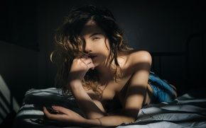 Picture girl, light, smile, bed, shadows