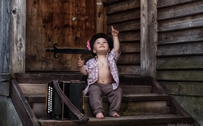 Picture joy, surprise, boy, ladder, cap, Bayan