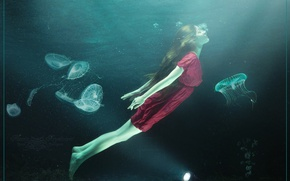 Picture sea, girl, light, Medusa, flashlight, lantern, in the water, pond, Under water