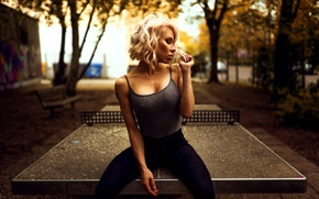 Picture trees, bench, sexy, pose, jeans, makeup, Mike, figure, hairstyle, yard, blonde, sitting, tennis, on the …