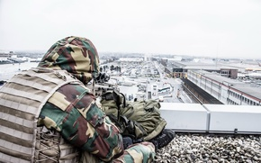 Picture soldiers, airport, sniper