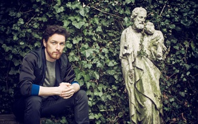 Picture greens, leaves, branches, jeans, garden, jacket, shop, actor, sculpture, photoshoot, James McAvoy, James McAvoy, 2015, …