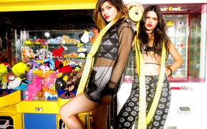 Picture girls, toys, sisters, Kylie Jenner, Kendall Jenner