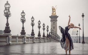 Picture girl, the city, dance, grace, Pointe shoes, Johanna Lorand Guilbert