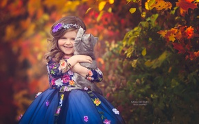 Picture autumn, smile, mood, dress, girl, kitty, friends