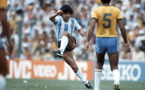 Picture blow, maradona, 1982, the muscles of the legs, Argentina Brazil