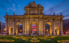 Picture flowers, lights, lawn, home, the evening, yellow, lights, monument, arch, Spain, sculpture, monument, Madrid, Puerta …