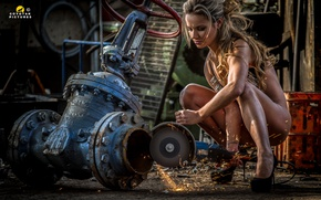 Wallpaper working, Woman, chains, sparks, wrench Sluice, grinder