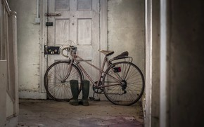 Picture bike, house, boots