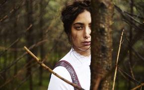 Picture green eyes, model, black hair, Samira Mahboub
